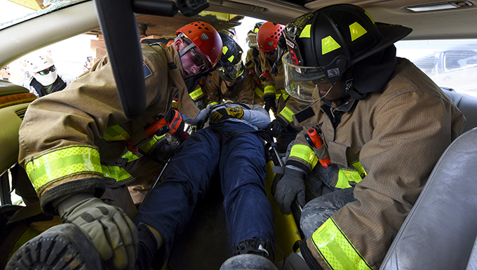 "4th CES gets ""crash"" course in vehicle extrication"